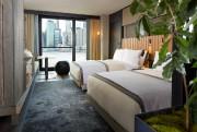 Les chambres sont confortables et dotées de mille... (Photo fournie par le 1 Hotel Brooklyn Bridge) - image 3.0