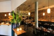 La salle à manger est composée de tables-comptoirs... (Photo Edouard Plante-Fréchette, La Presse) - image 2.0
