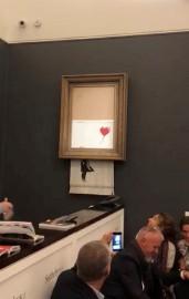La peinture de Banksy a été partiellement découpée... (IMAGE TIRÉE D'INSTAGRAM VIA REUTERS) - image 1.0