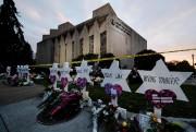 À Pittsburgh, des étoiles blanches portant les noms... (PHOTO MATT ROURKE, ASSOCIATED PRESS) - image 3.0