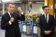 Le président de la France Emmanuel Macron (à... - image 2.0