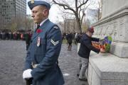 Cinquante-troiscouronnes ont été déposées au pied du mémorial... (Photo Robert Skinner, La Presse) - image 2.0