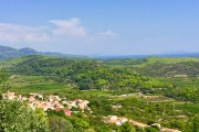 Les villages à flanc de coteau surplombent des... (Photo Aline Apostolska, collaboration spéciale) - image 4.0
