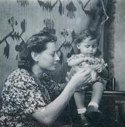 Eva Kuper et sa tante Sophie... (Photo d'archives d'Eva Kuper fournie par le Musée de l'Holocauste de Montréal) - image 1.0
