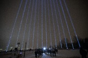Quatorze jets de lumière ont illuminé le ciel... (Photo Olivier Jean, La Presse) - image 2.0