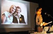 HeidiBerger en présentation dans une école. Sur la... (PHOTO FOURNIE PAR LA Fondation pour l'étude des génocides) - image 1.0