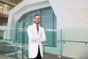 Le Dr Alexander Weil, neurochirurgien au CHU Sainte-Justine.... (Photo Martin Tremblay, La Presse) - image 2.0