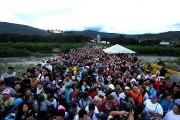 Des Vénézuéliens fuient leur pays par le pontSimon-Bolivar.... (PHOTO GEORGE CASTELLANO, ARCHIVES AGENCE FRANCE-PRESSE) - image 3.0