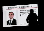 La photo de Carlos Ghosn est projetée sur... - image 2.0