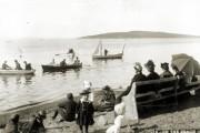 Une tout autre philosophie de la plage pour... (Photo fournie par BAnQ, P560,S1,P368/Fonds J. E. Livernois Ltée/Vacanciers à la plage de Cacouna/Photographe non identifié/Vers 1900) - image 2.0