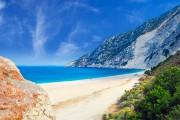 La plage de Myrtos, avec son «arc blanc»... (Photo Getty Images) - image 1.0