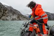 Un biologiste marin se prépare à lancer à... (Photo MARTIN BERNETTI, Agence France-Presse) - image 2.0