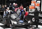 C'est Fernando Alonso qui a conduit au puits... (Photo John Raoux, AP) - image 2.0