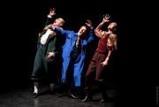 Photo Josée Lecompte, fournie par le Théâtre du... (Guillaume Côté, Olivier Morin et Marie-Claude Guérin dans la pièce Le clone est triste, aux Écuries.) - image 2.0