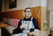 Safia Nolin attablée au Clint, café du 11e... (PhotoJulien Pebrel, collaboration spéciale) - image 2.0