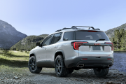 GMC donne un coup de plumeau à son VUS Acadia pour l'année-modèle 2020 et en... - image 2.0