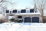 Cette demeure de deux étages avec une façade... (PHOTO FOURNIE PAR CENTRIS) - image 2.0