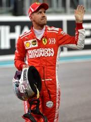 Sebastian Vettel, homme-sandwich pour des publicités de «Mission... (PHOTO ANDREJ ISAKOVIC, AFP) - image 3.0
