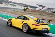 Une Porsche 911 GT2 RS... (PHOTO PORSCHE) - image 2.0