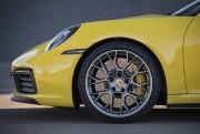 Le diamètre des pneus a augmenté de 20... (PHOTO FOURNIE PAR PORSCHE) - image 4.0