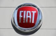 Fiat et Tesla détournent l'esprit de la règle,... (PHOTO ERIC GAILLARD, REUTERS) - image 2.0