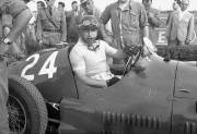 L'Argentin Juan Manuel Fangio au volant de sa... - image 3.0