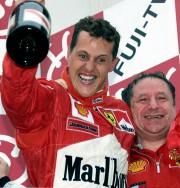 Michael Schumacher jubile après sa victoire au GP... - image 11.0