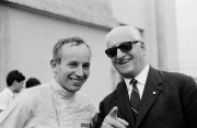 Enzo Ferrari (à d.) avec le pilote anglais... (PHOTO ASSOCIATED PRESS) - image 2.0