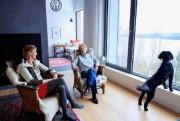 L'architecte Renée d'Amours (à gauche) et la propriétaire... (PHOTO ALAIN ROBERGE, LA PRESSE) - image 5.0