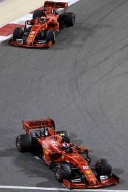 Sebastian Vettel avait une bonne vue sur l'arrière... (PHOTO KARIM SAHIB, AFP) - image 3.0