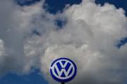 Volkswagen a la tête dans les nuages parce... (PHOTO JOHN MACDOUGALL, AFP) - image 4.0