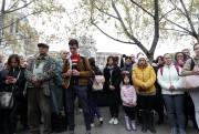 Des centaines de Parisiens et de touristes ont... (REUTERS) - image 4.0