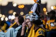 Un partisan des Penguins de Pittsburgh déçu.... (PHOTO MICHAEL M.SANTIAGO, AP) - image 2.0