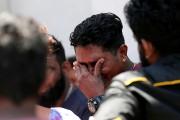 Un homme pleure la mort d'un proche.... (PHOTO DINUKA LIYANAWATTE, REUTERS) - image 6.0