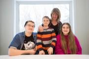 Isabelle Caron avec ses enfants Gabriel, 16 ans,... (PHOTO OLIVIER PONTBRIAND, LA PRESSE) - image 6.0
