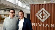 Le fondateur de Rivian, RJ Scaringe, et Bill... (PHOTO CREATIVE PHOTO LLC, VIA AP) - image 1.0
