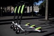 LimeBikes compte lancer son service de trottinettes urbaines... (PHOTOCHRISTOPHE ARCHAMBAULT, AGENCE FRANCE-PRESSE) - image 2.0