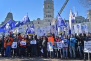 Les employés d'ABI manifestent devant l'Assemblée Nationale, le... (PHOTO PATRICE LAROCHE, ARCHUVES) - image 2.0