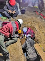 Des membres de l'équipe scientifique inspectent la grotte... (PHOTO FOURNIE PAR DONGJU ZHANG, DE L'UNIVERSITÉ DE LANGZHOU) - image 4.0