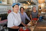 Sandra, Elsa et Lupita ont du plaisir au... (PHOTO ANDRÉ PICHETTE, LA PRESSE) - image 2.0