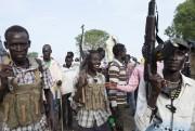 Des membres del'«Armée blanche», milice anti-gouvernement sud-soudanais, en... (PHOTOZACHARIAS ABUBEKER, AGENCE FRANCE-PRESSE) - image 2.0