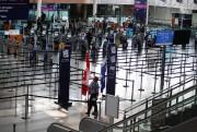 À l'aéroport, prévoyez plus de tempspour chacune des... (PHOTO MARTIN CHAMBERLAND, ARCHIVES LA PRESSE) - image 5.0