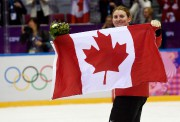 Hayley Wickenheiser lors de la cérémonie des médailles... (PC) - image 2.0