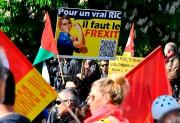 Un manifestant tient une pancarte pro-Frexitlors dudéfilé du... (PHOTO GEORGES GOBET, AGENCE FRANCE-PRESSE) - image 3.0
