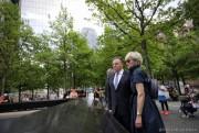 François Legaults'est recueilli devant le Memorial du 11-Septembre... (PHOTO FOURNIE PAR LE BUREAU DU PREMIER MINISTRE) - image 3.0