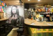 La déco, éclatée, urbaine et colorée, est signée... (PHOTO OLIVIER PONTBRIAND, LA PRESSE) - image 2.0