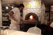 La pizza napolitaine est l'attraction principale du Fugazzi.... (PHOTO MARTIN CHAMBERLAND, LA PRESSE) - image 5.0