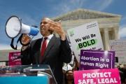 Cory Booker, candidat à l'investiture démocrate en vue... (REUTERS) - image 2.0