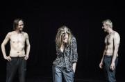 Trois acteurs du spectacle Fantasia qui improvisent sous... (PHOTO FOURNIE PAR LE FTA) - image 3.0