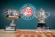 Les trophées remis aux gagnants de Roland-Garros... (PHOTOMICHEL EULER, ASSOCIATED PRESS) - image 4.0